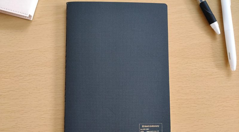 kleid notebook with ballpoint pens and book