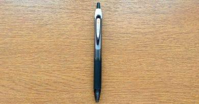 zebra sarasa dry pen on a wooden table